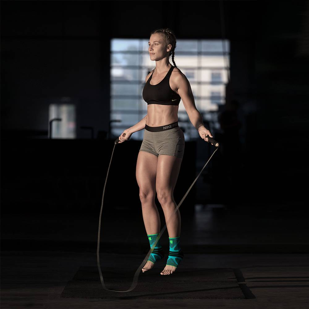 BauerfeindSports-crossfit-skipping-ankle-support-dynamic-lifestyle-web.jpg