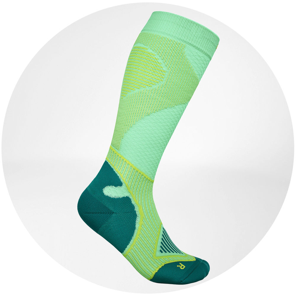 Outdoor-Performance-Compression-Socks_green_Trekking-Gear_Hailey-van-Dyk.jpg